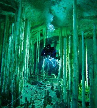 lue Holes. Diving the Labyrinth